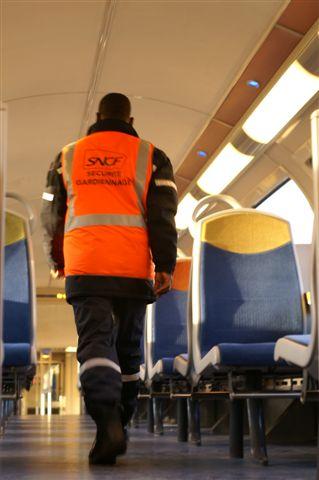 agents de sécurité a bord des trains de la ligne N