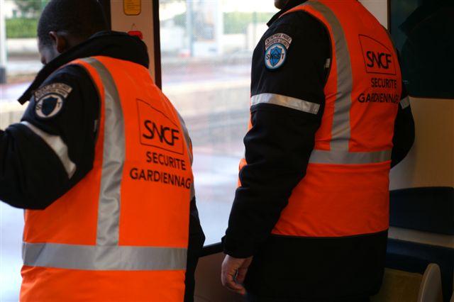 agent de sécurité dans les trains.