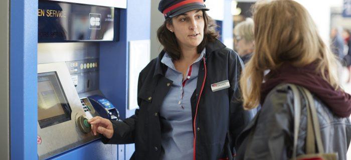 Photo d'un agent en gare