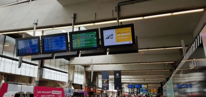 Ecrans d'information à Paris-Montparnasse