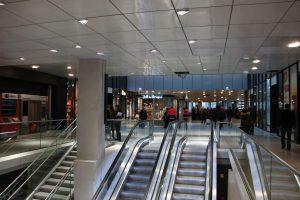 Escaliers mécaniques à Paris-Montparnasse