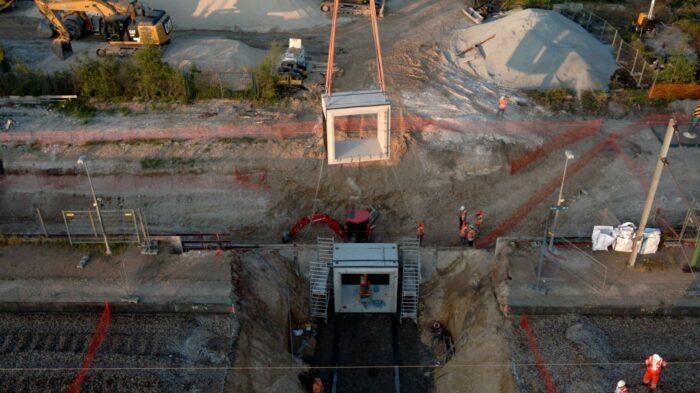 Passage souterrain de Beynes : pose du second cadre préfabriqué