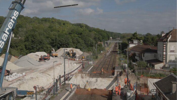 Excavation en vue de la création du futur souterrain en gare de Maule